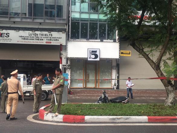 Tông vào cây đổ trên đường, nam thanh niên chết tại chỗ - Ảnh 2.