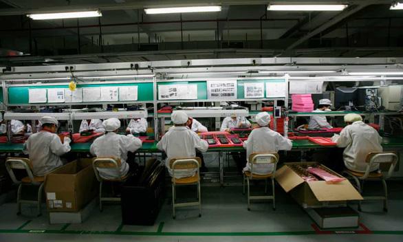 Điều tra Foxconn thuê học sinh Trung Quốc làm đêm sản xuất loa cho Amazon - Ảnh 1.