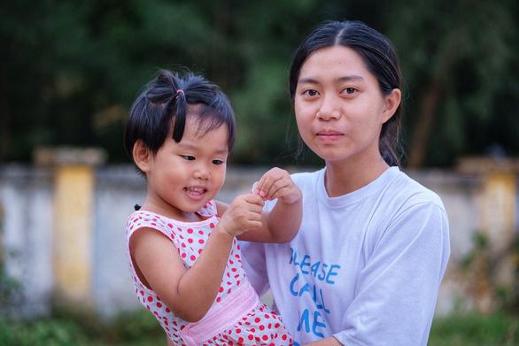 Cô gái hiến tạng mẹ cứu người tự tin bước tới giảng đường - Ảnh 1.