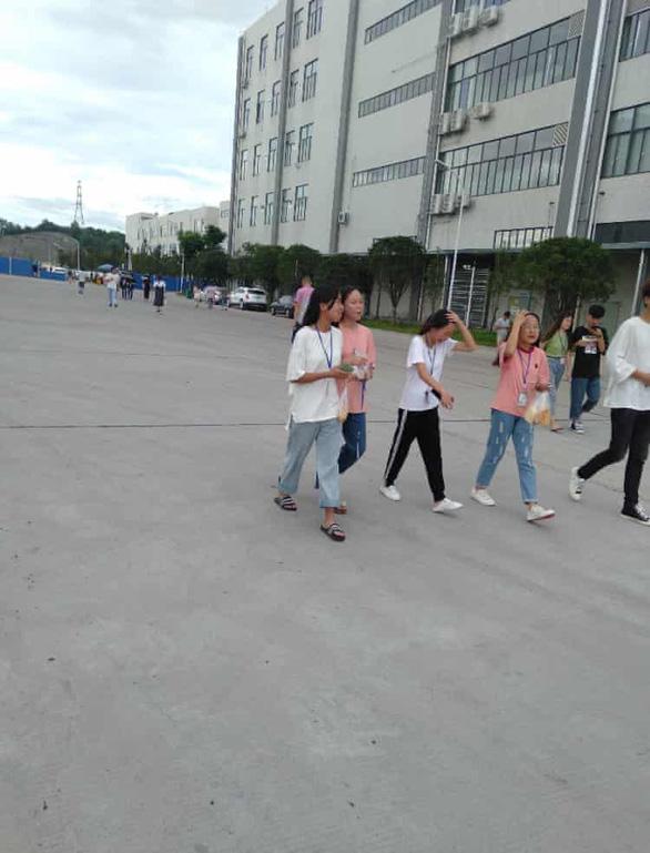 Điều tra Foxconn thuê học sinh Trung Quốc làm đêm sản xuất loa cho Amazon - Ảnh 3.
