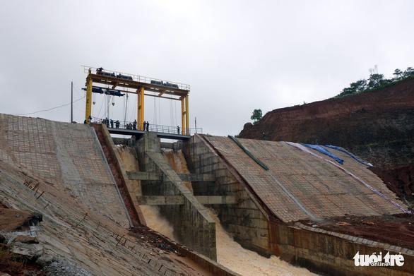 Vẫn chưa xử lý dứt điểm sự cố kẹt van hồ thủy điện Đắk Kar - Ảnh 4.