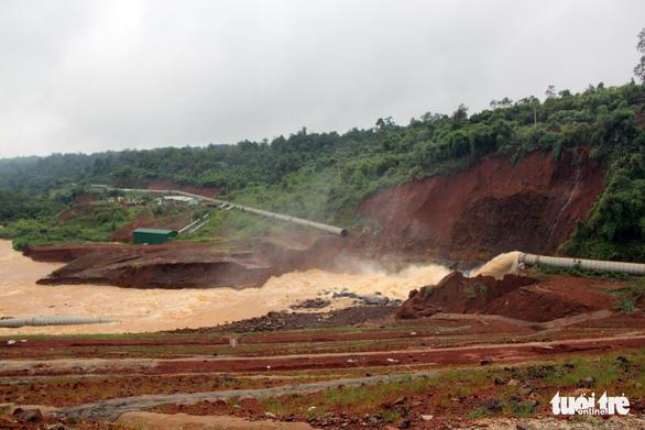 Vẫn chưa xử lý dứt điểm sự cố kẹt van hồ thủy điện Đắk Kar - Ảnh 6.
