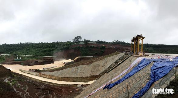 Vẫn chưa xử lý dứt điểm sự cố kẹt van hồ thủy điện Đắk Kar - Ảnh 1.