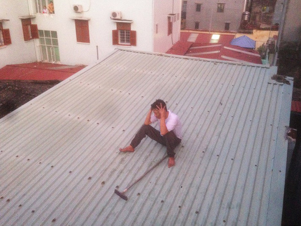 Ngáo đá đi lang thang, ném ximăng trên nóc nhà suốt đêm - Ảnh 1.