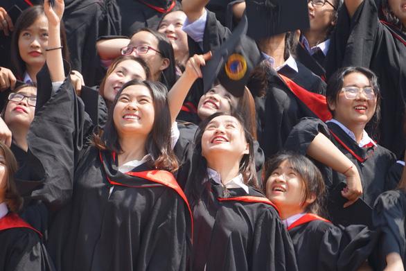 Đại học Quốc tế Sài Gòn công bố điểm chuẩn trúng tuyển - Ảnh 1.