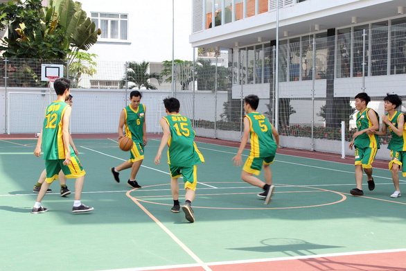 Đại học Quốc tế Sài Gòn công bố điểm chuẩn trúng tuyển - Ảnh 2.