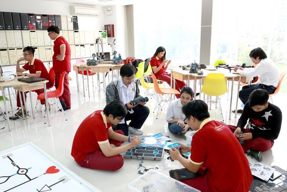 Đại học Quốc tế Sài Gòn công bố điểm chuẩn trúng tuyển - Ảnh 3.