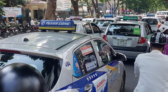 Đề xuất taxi không cần hộp đèn, chỉ cần phù hiệu - Ảnh 1.