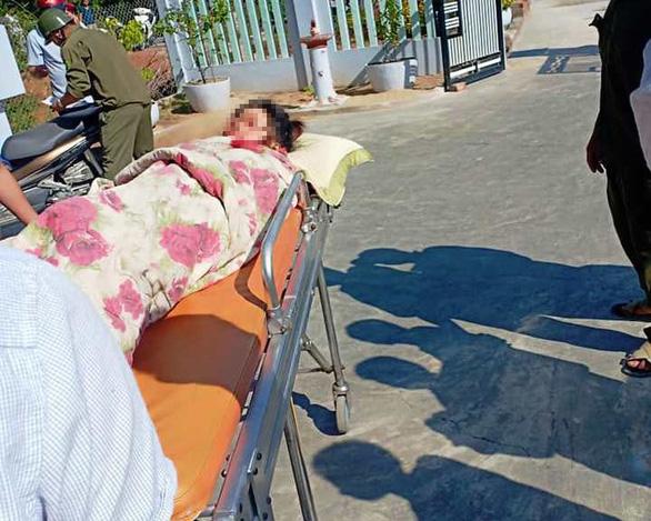 Hai vợ chồng vụ nghi cắt cổ vợ rồi tự sát đã qua cơn nguy kịch - Ảnh 1.