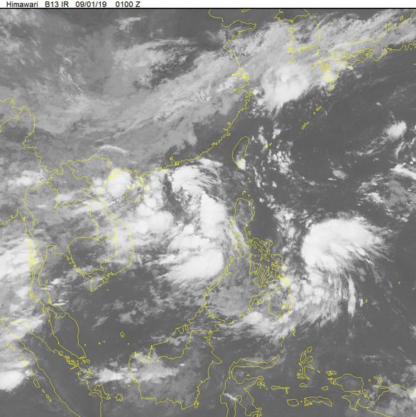Áp thấp nhiệt đới vào đất liền Việt Nam sức gió mạnh nhất, một áp thấp khác cách Hoàng Sa 140km - Ảnh 1.