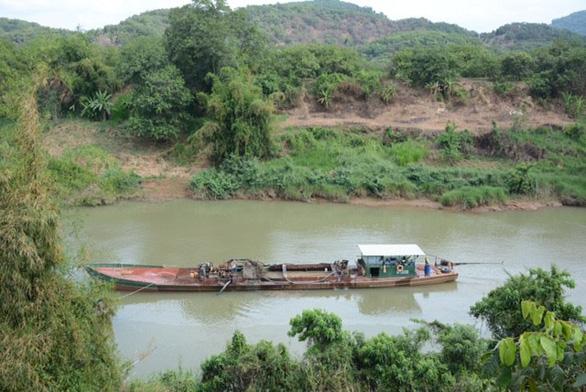 Tạm giữ 14 tàu khai thác cát trái phép trên sông Đồng Nai - Ảnh 1.
