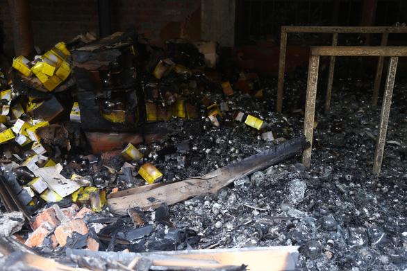 Các tủ chứa hóa chất amalgam của Công ty Rạng Đông chưa cháy - Ảnh 1.