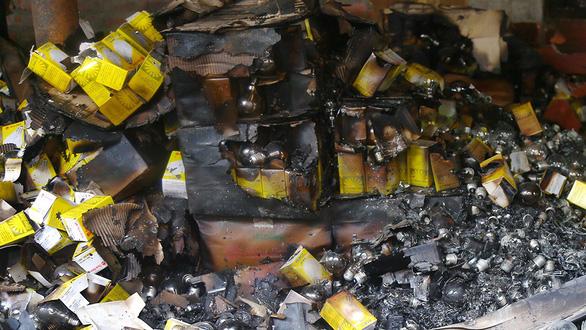 Nguy cơ nhiễm độc sau vụ cháy công ty Rạng Đông: Người dân ngóng kết quả xét nghiệm - Ảnh 2.