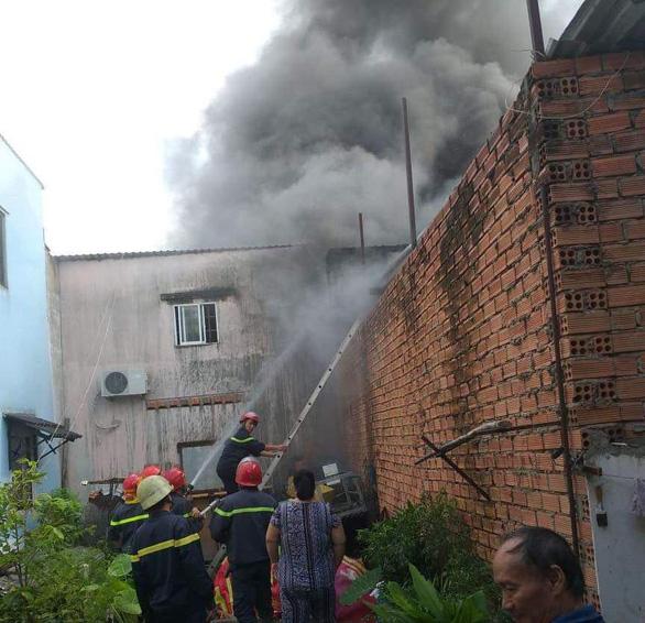 Cháy kho điện lạnh ở Thủ Đức, chỉ 15 phút dập xong nhưng tài sản bị thiêu rụi - Ảnh 3.