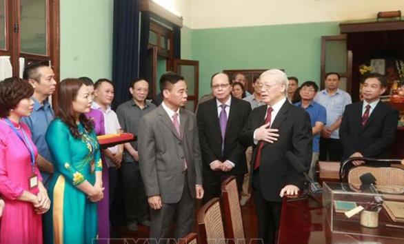 Tổng bí thư, Chủ tịch nước Nguyễn Phú Trọng dâng hương tưởng niệm Chủ tịch Hồ Chí Minh - Ảnh 2.