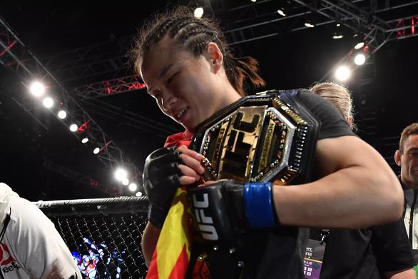 Knock-out đối thủ trong 42 giây, Weili Zhang làm nên lịch sử cho võ thuật Trung Quốc - Ảnh 2.