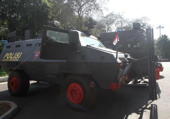 Indonesia đem xe bọc thép đến sân Bung Karno trước trận gặp Thái Lan - Ảnh 1.