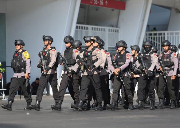 Indonesia đem xe bọc thép đến sân Bung Karno trước trận gặp Thái Lan - Ảnh 2.