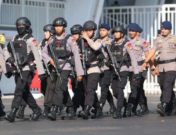 Indonesia đem xe bọc thép đến sân Bung Karno trước trận gặp Thái Lan - Ảnh 3.