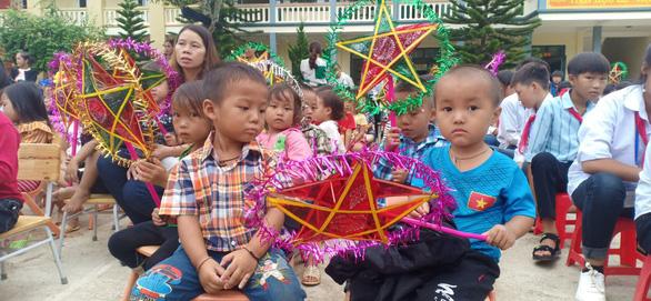 Đem Tết Trung thu đến sớm cho trẻ em vùng lũ Mường Lát - Ảnh 2.