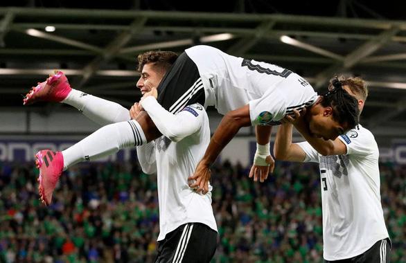 Hậu vệ có cú vôlê trái phá, Đức tìm lại mạch thắng tại vòng loại Euro 2020 - Ảnh 2.