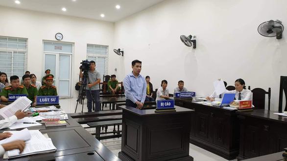 Đang xử kín vụ bé gái 9 tuổi bị xâm hại trong vườn chuối - Ảnh 1.