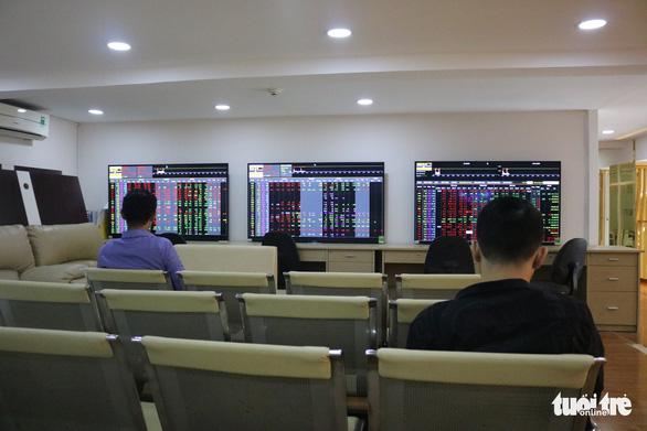 8 tháng đầu năm, đầu tư vàng lời hơn cổ phiếu, trái phiếu - Ảnh 1.