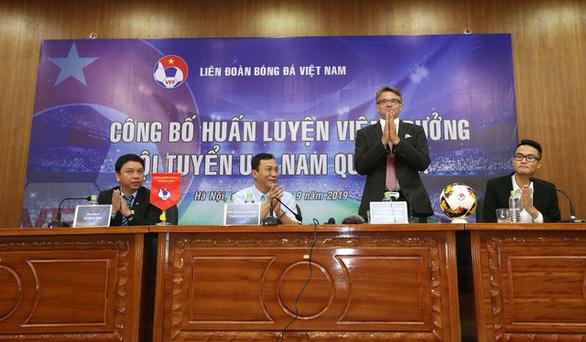 HLV Philippe Troussier: Tôi cũng giống trợ lý của ông Park Hang Seo - Ảnh 1.