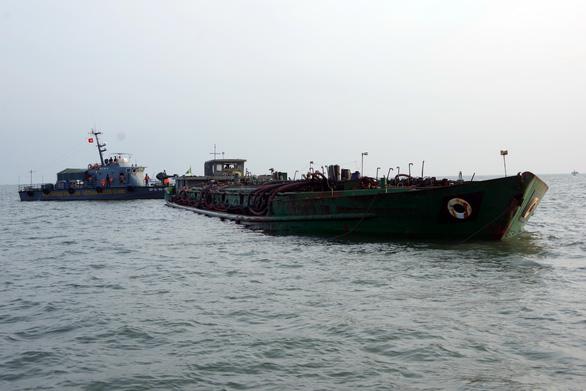 Tạm giữ 12 tàu chở cát chưa rõ nguồn gốc trên biển Vũng Tàu - Ảnh 2.