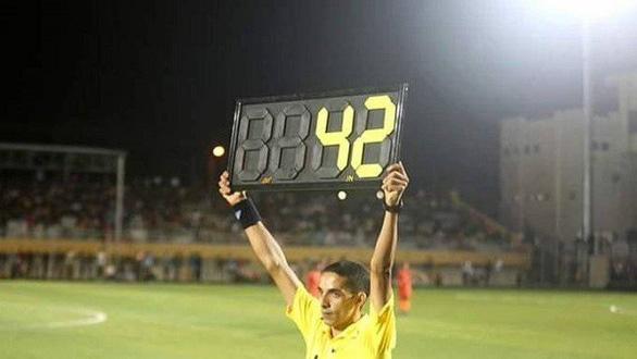 Trận đấu kỳ dị với... 42 phút bù giờ, đang chờ kỷ lục Guinness - Ảnh 1.