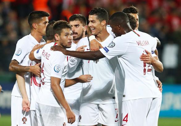 Ronaldo ghi cú 'poker', Bồ Đào Nha đè bẹp Lithuania trên sân khách - Ảnh 3.