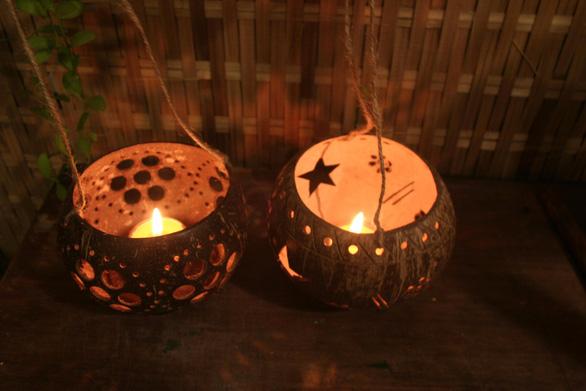 Lồng đèn gáo dừa, áo mặt trăng được tìm mua nhiều dịp trung thu - Ảnh 2.