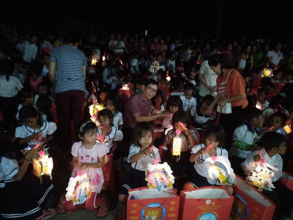 1.000 suất quà Trung thu đến với trẻ em nghèo Phú Yên, Khánh Hòa, Ninh Thuận - Ảnh 4.