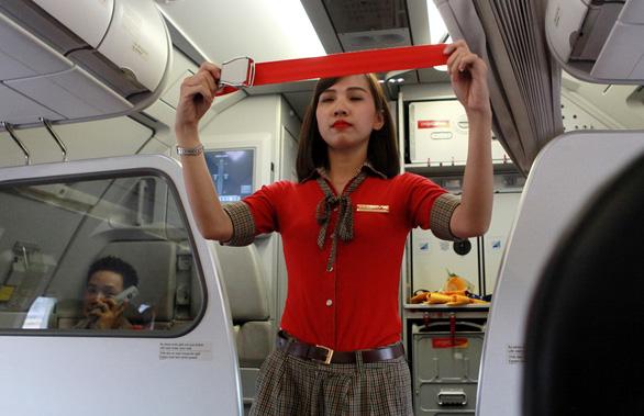 Phạt 2 triệu đồng hành khách nhắc hoài không chịu cài dây an toàn máy bay - Ảnh 1.