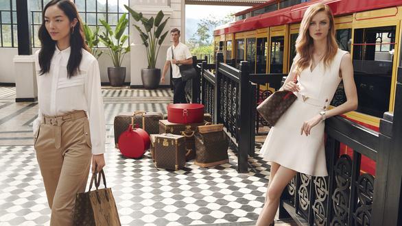 Hội An, vịnh Hạ Long, hoa sen Việt vào quảng cáo của Louis Vuitton - Ảnh 1.