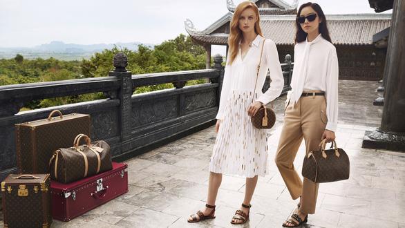 Hội An, vịnh Hạ Long, hoa sen Việt vào quảng cáo của Louis Vuitton - Ảnh 2.