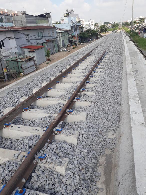 14-9, thông tuyến đường sắt qua cầu Bình Lợi mới - Ảnh 1.