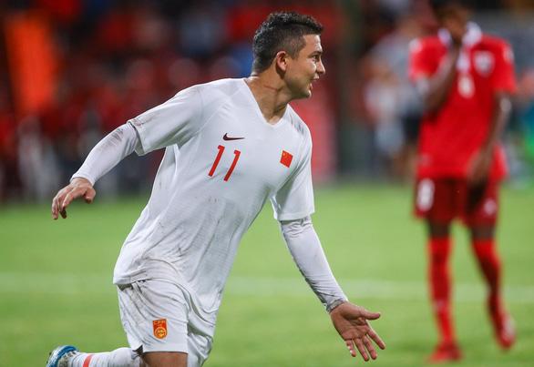Tiền đạo mới nhập tịch lập cú đúp ngày ra mắt, tuyển Trung Quốc thắng đậm - Ảnh 2.