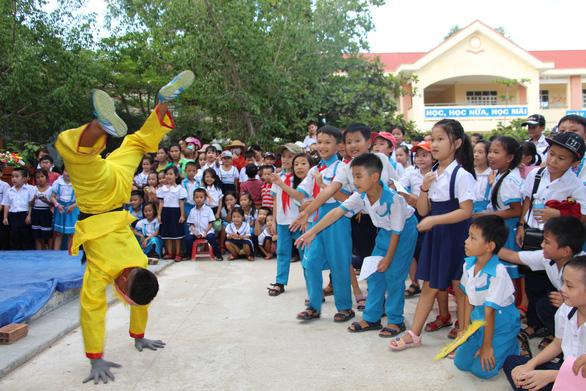 1.000 suất quà Trung thu đến với trẻ em nghèo Phú Yên, Khánh Hòa, Ninh Thuận - Ảnh 1.