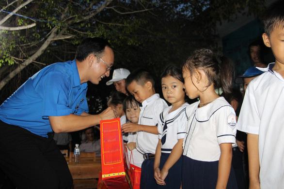 1.000 suất quà Trung thu đến với trẻ em nghèo Phú Yên, Khánh Hòa, Ninh Thuận - Ảnh 3.