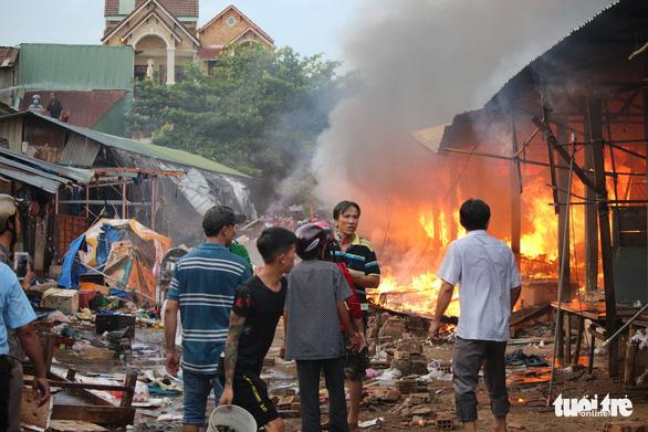 Cháy lớn tại chợ Mộc Bài Bình Định - Ảnh 4.