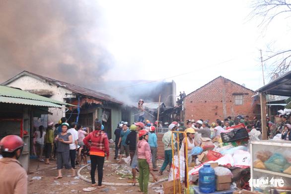 Cháy lớn tại chợ Mộc Bài Bình Định - Ảnh 5.