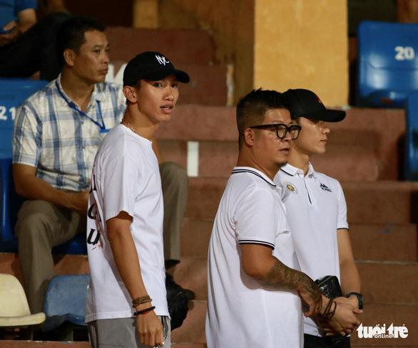HLV Nam Định phẫn nộ hành vi quá khích của cổ động viên đội nhà - Ảnh 4.