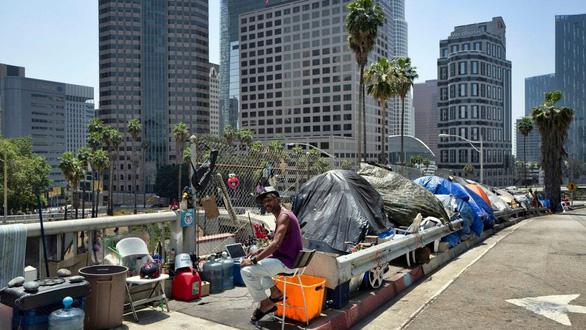Ông Trump quyết dọn dẹp người vô gia cư ở California - Ảnh 1.