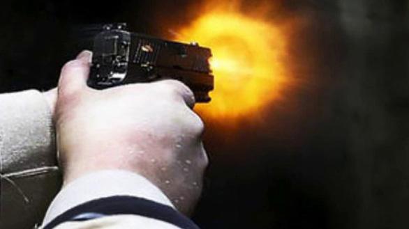 Bắt nghi phạm bịt mặt nổ súng khiến một người trọng thương - Ảnh 1.