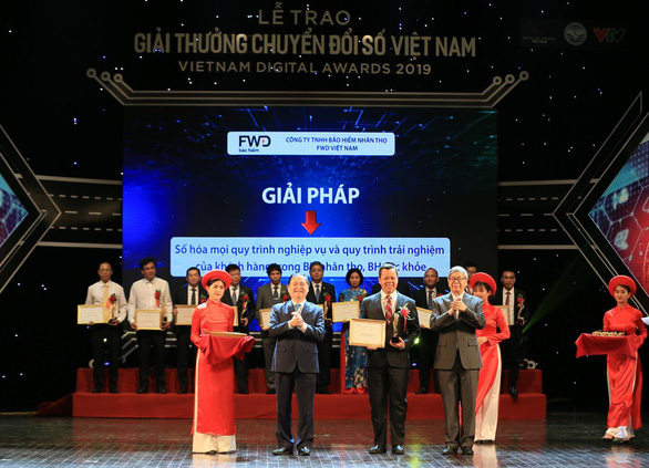 FWD nhận giải thưởng Doanh nghiệp chuyển đổi số xuất sắc 2019 - Ảnh 2.