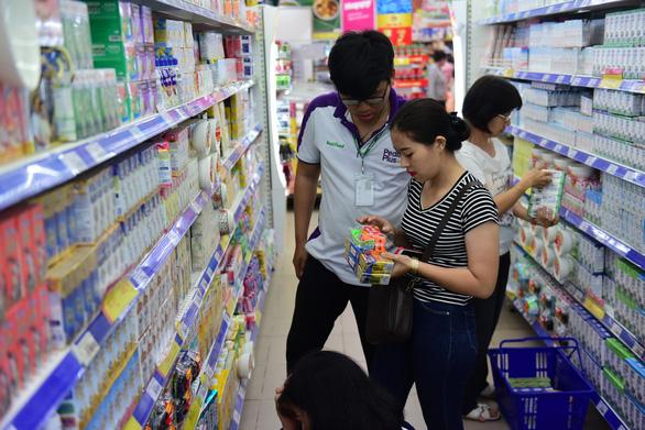 Siêu thị Co.opmart giảm giá gần 200 mặt hàng sữa - Ảnh 2.