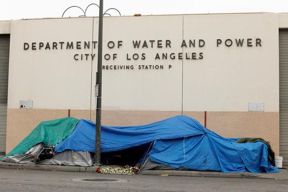 Ông Trump quyết dọn dẹp người vô gia cư ở California - Ảnh 2.