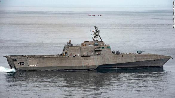 Tàu chiến tàng hình Mỹ mang tên lửa có thể làm nghiêng cán cân sức mạnh trên biển - Ảnh 1.