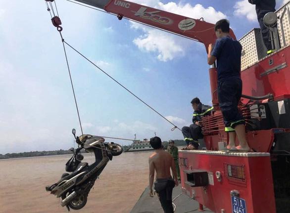 Tìm thấy xe máy trong vụ thi thể nhà báo trôi trên sông ở quận 2 - Ảnh 2.